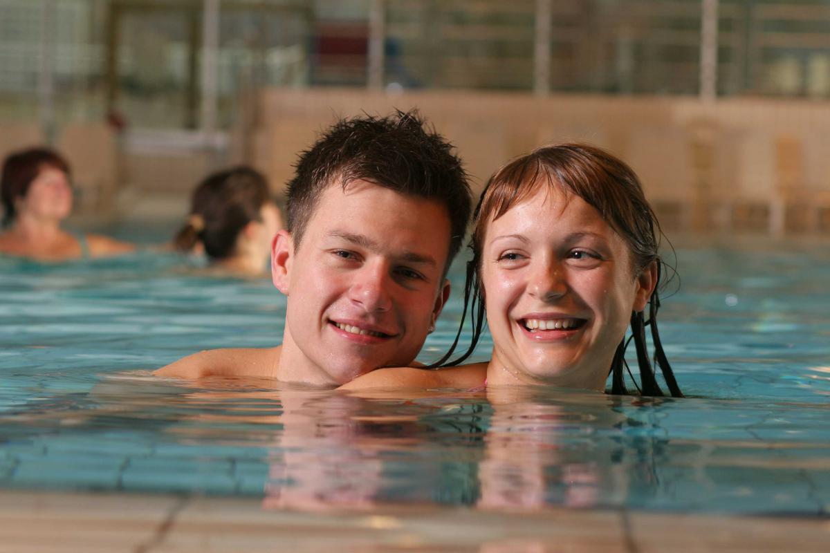 baden-schwimmbad-innen