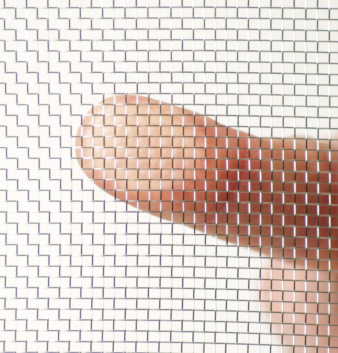 edelstahlgewebe_transparenzvergleich_finger