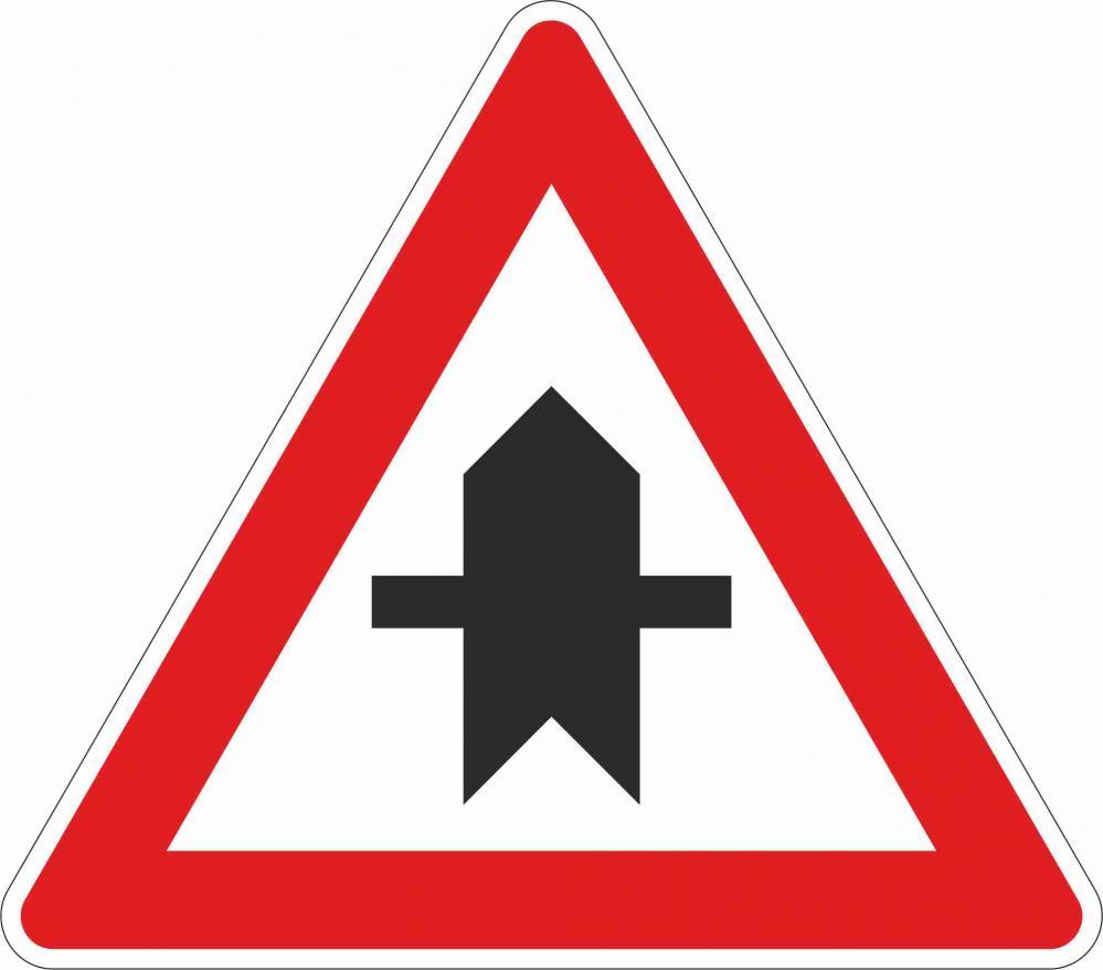 Kreuzung mit Straße ohne Vorrang §50/4