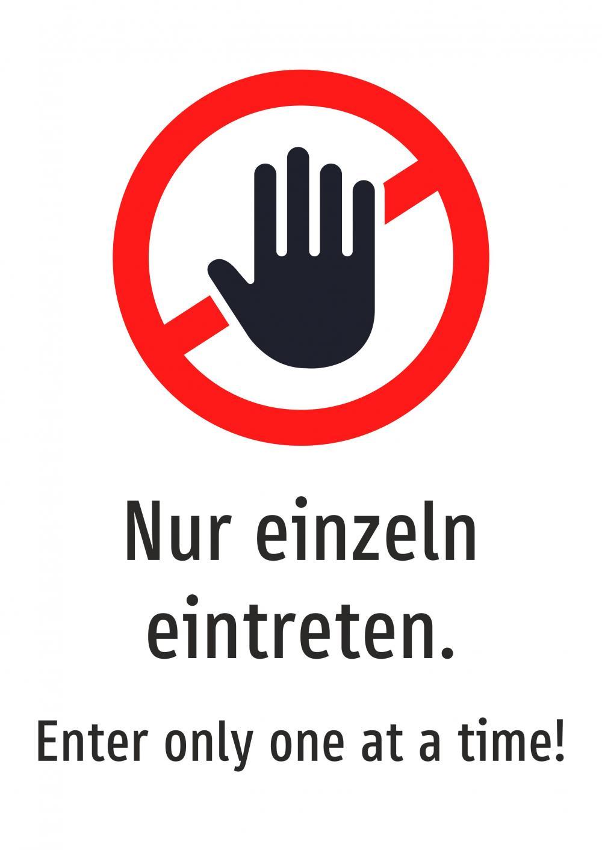 Nur einzeln eintreten! Deutsch und Englisch