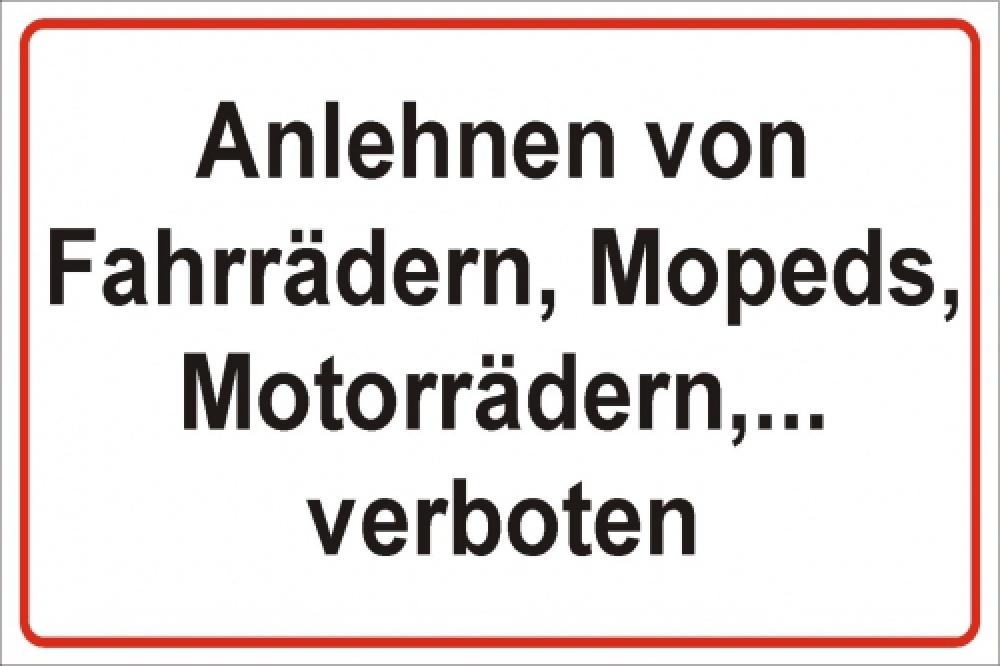 Anlehnen von Fahrrädern, Mopeds, Motorrädern,... verboten!
